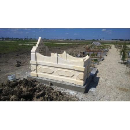 Beyaz Kabartma Mezar