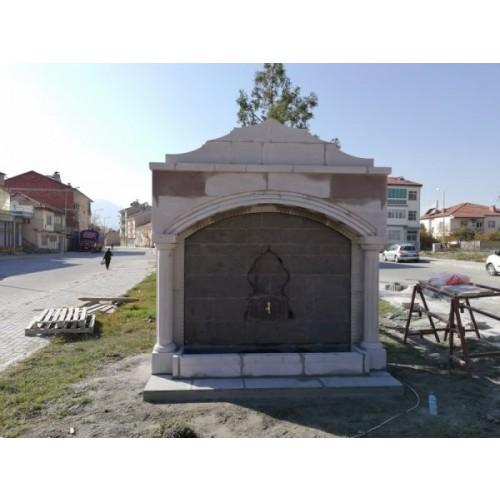 Tüm sütunlu büyük kemerli çeşme Isparta-Şarkikaraağaç