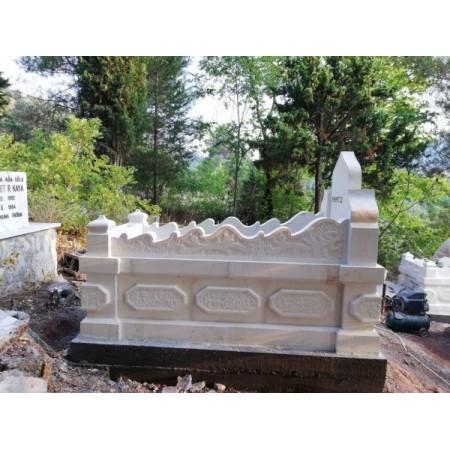 kabartma kitabeli kavisli mezar